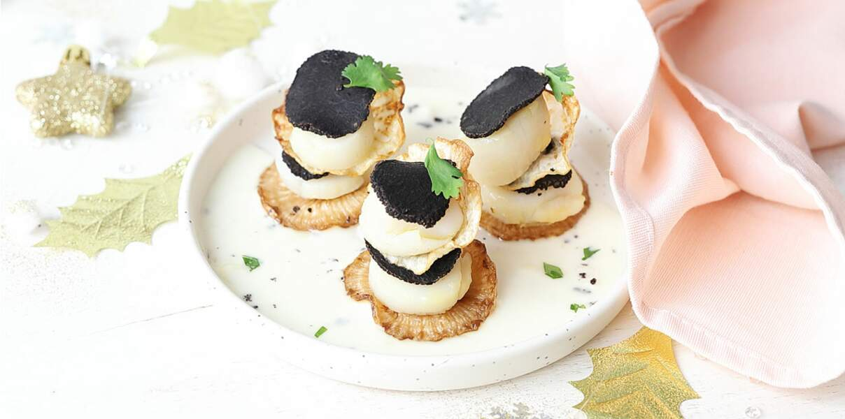 Millefeuilles truffés, noix de Saint-Jacques et chips de panais
