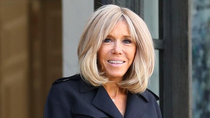 Photo - Brigitte Macron ose un manteau très original et subjugue l'assemblée !