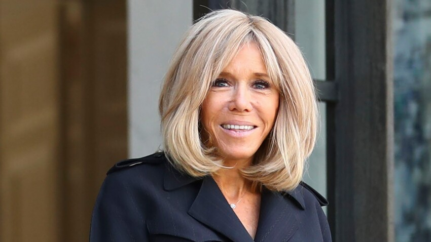 Photo - Brigitte Macron ose un manteau très original et subjugue l'assemblée !