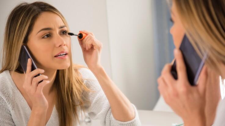Tache de mascara, fond de teint trop foncé, accroc de vernis : nos conseils pour rattraper vos erreurs make-up