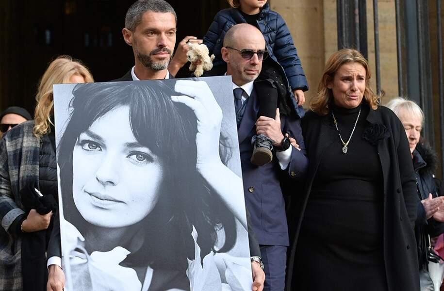 Jean-Mehdi-Abraham Azuelos et sa soeur Lisa Azuelos, les enfants de Marie Laforêt aux obsèques de leur mère en l'église Saint-Eustache, à Paris, le 7 novembre 2019.
