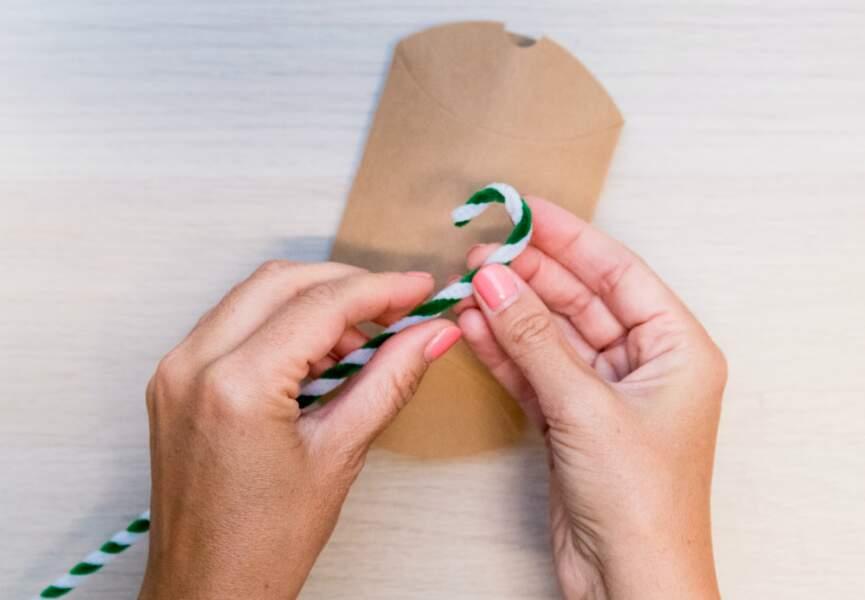 Un cure-pipe bicolore peut former un mignon sucre d'orge