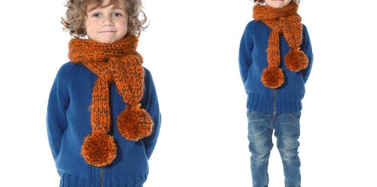 Tricot gratuit : l'écharpe à pompons