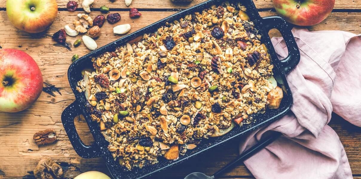 Crumble healthy aux pommes, noix et fruits secs