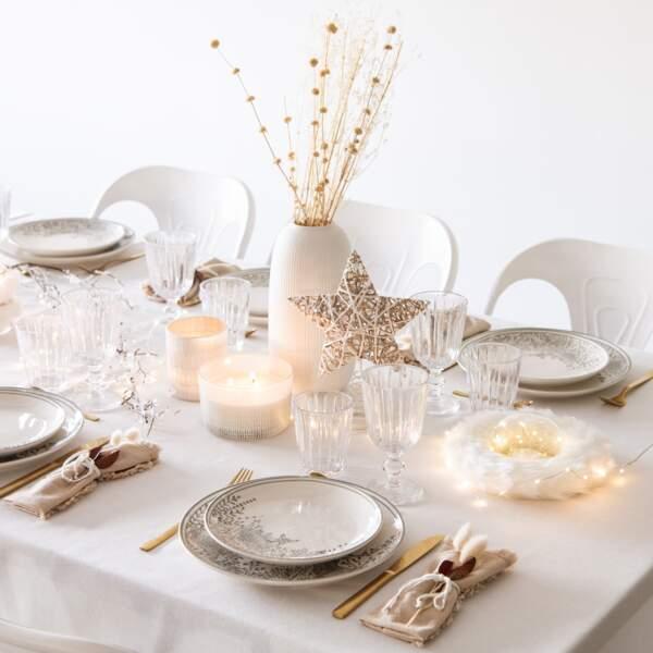 Une déco de table de fêtes avec des touches d'or