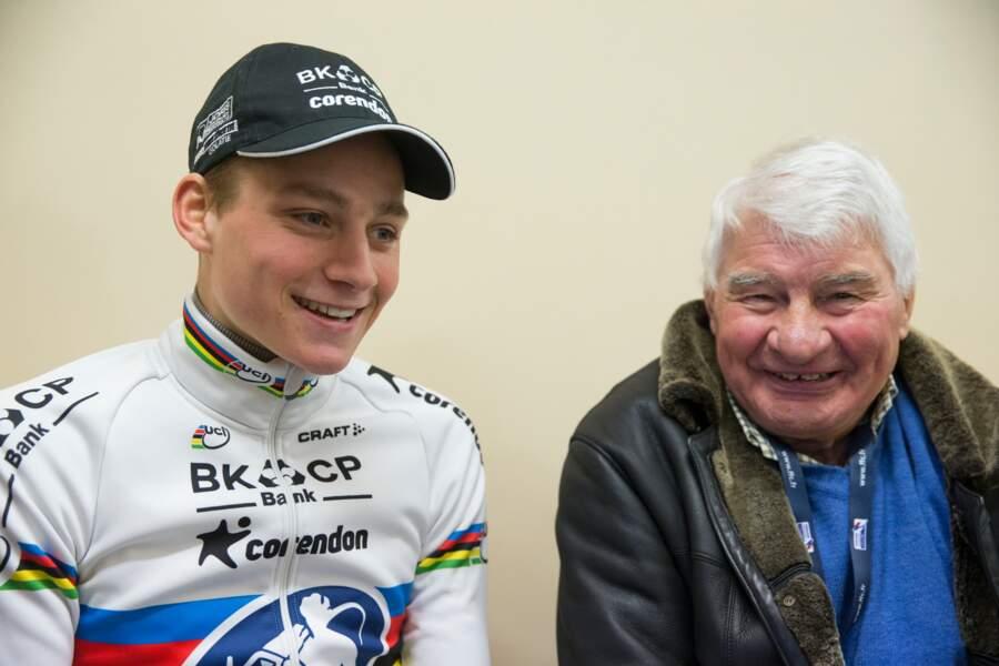 Mathieu Van der Poel et son grand-père Raymond Poulidor lors du cyclocross de Lignières le 17 janvier 2016.