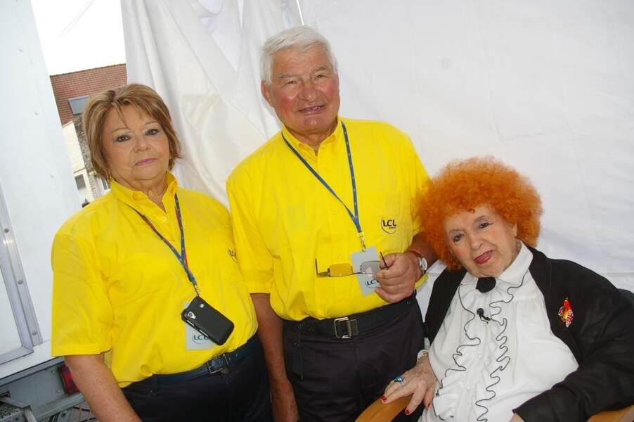 """Yvette Horner, Raymond Poulidor et sa femme, dans l'émission """"Village Départ"""" en juillet 2012."""