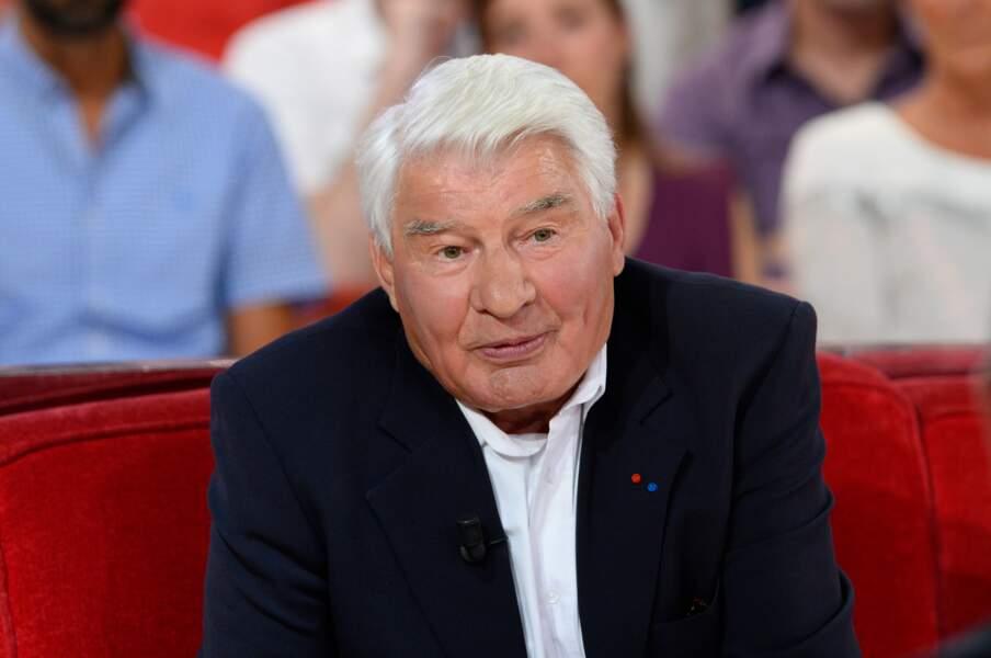 """Raymond Poulidor à l'enregistrement de l'émission """"Vivement Dimanche"""" à Paris le 24 septembre 2014."""
