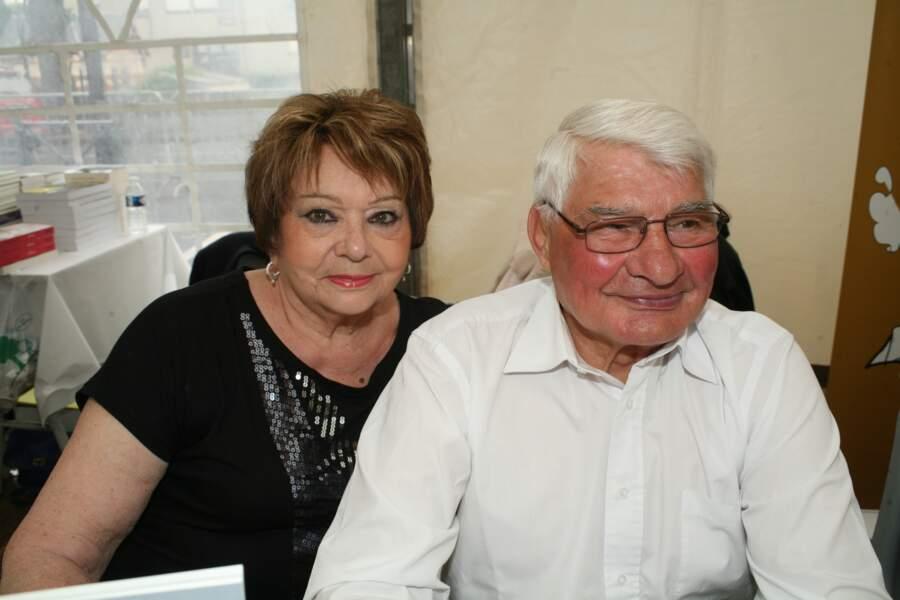 Raymond Poulidor et sa femme à la 27ème édition du Salon du livre de Cosne-sur-Loire, le 31 mai 2015.