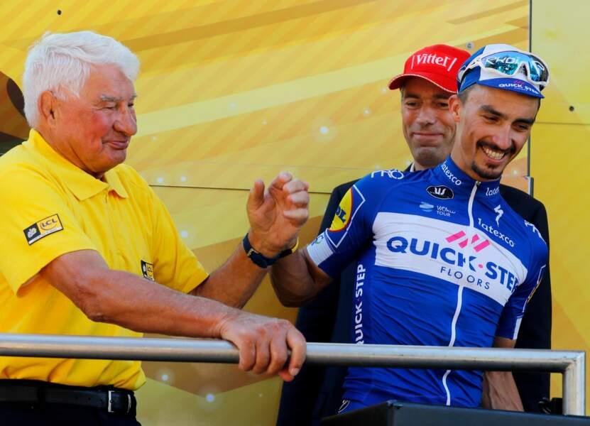 Raymond Poulidor et Julian Alaphilippe lors de la 105ème édition du Tour de France à Bagnères de Luchon, le 24 juillet 2018.