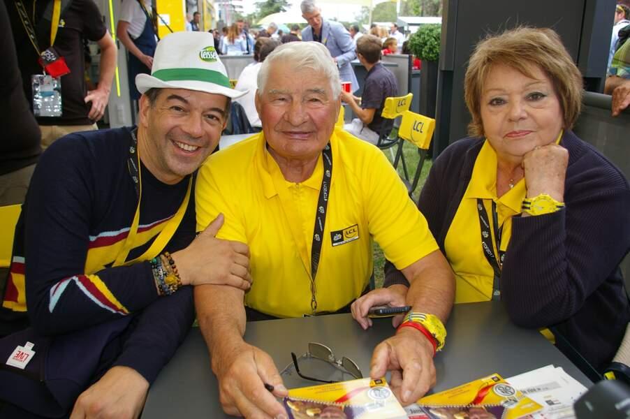 Stéphane Plaza, Raymond Poulidor et sa femme Gisèle Bardet lors de la 104ème édition du Tour de France 2017.
