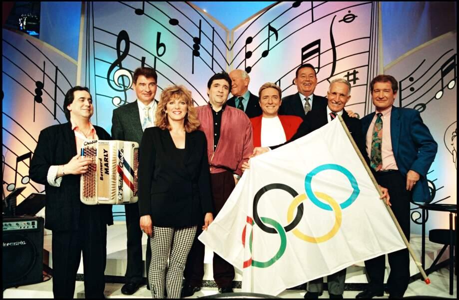 """Raymond Poulidor sur le plateau de l'émission """"La chance aux chansons"""" présentée par Pascal Sevran lors d'une spéciale sports avec Kiki Caron, Just Fontaine, Alain Mimoun et Cyril Guimard en 1993."""