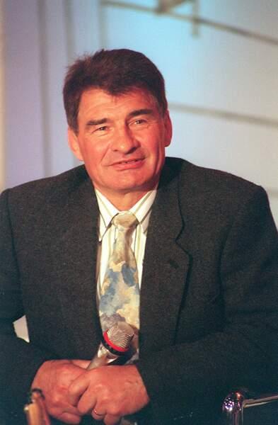 """Raymond Poulidor sur le plateau de l'émission """"La marche des sports"""" en 1993."""
