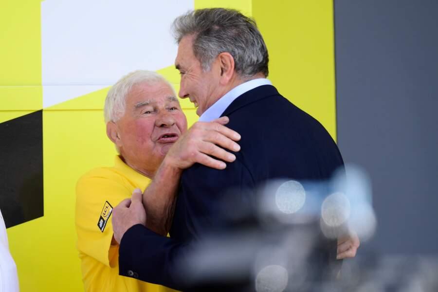 Raymond Poulidor et Eddy Merckx lors de la 106ème édition du Tour de France, à Bruxelles, le 7 juillet 2019.