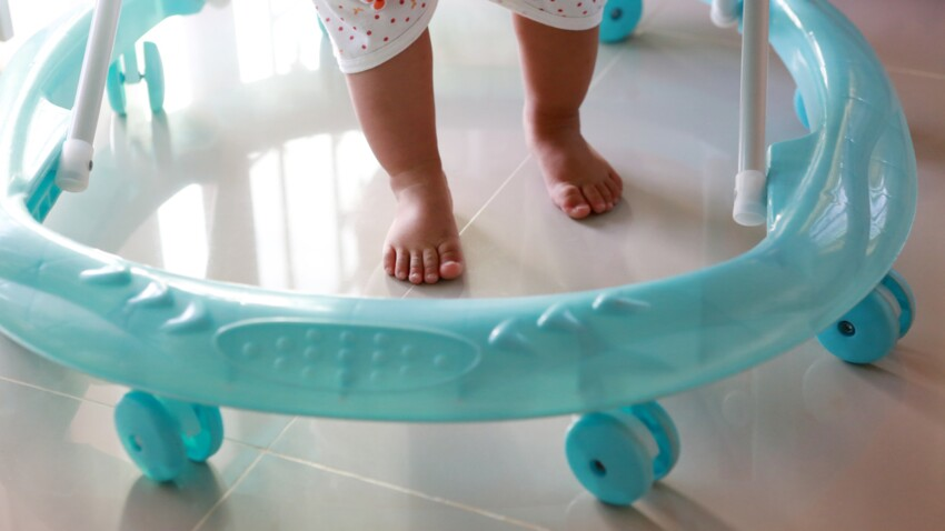 Coucher bébé sur le ventre, emmaillotage : 4 pratiques d'autrefois que les professionnels déconseillent formellement