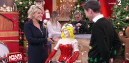 """Vidéo - """"Faut qu'il se calme"""" : Sophie Davant rembarre un expert entreprenant dans """"Affaire conclue"""""""