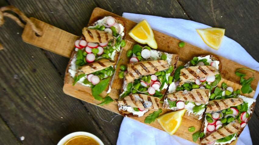 Tartines de sardines grillées et fromage frais