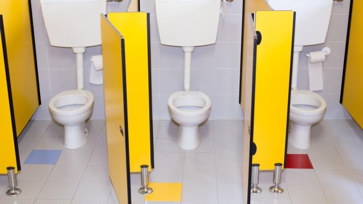 Manque d'hygiène, harcèlement : pourquoi les enfants ont-ils si peur d'aller aux toilettes à l'école ?