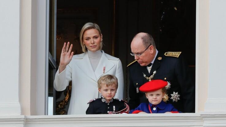 """Charlène de Monaco """"épuisée"""" : ses confidences sur ses """"soirées mouvementées"""" avec ses jumeaux"""