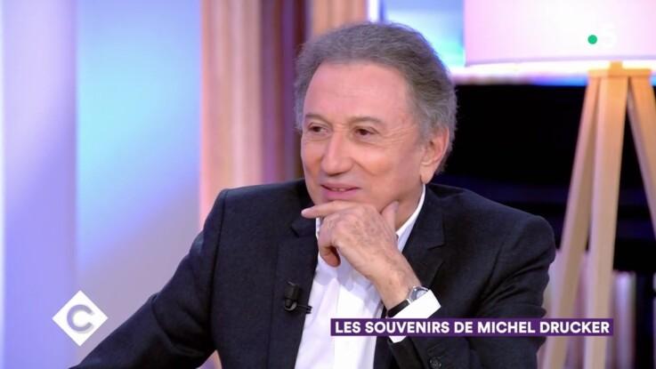 """Vidéo - """"C à Vous"""" : Très ému, Michel Drucker raconte les dessous de la dernière interview de Jacques Chirac"""
