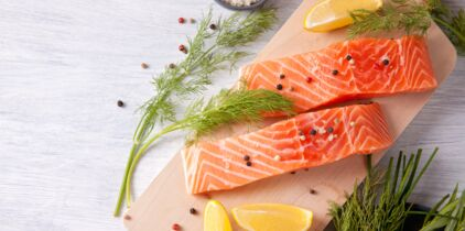 Vidéo : la recette inratable du saumon gravlax : Femme ...