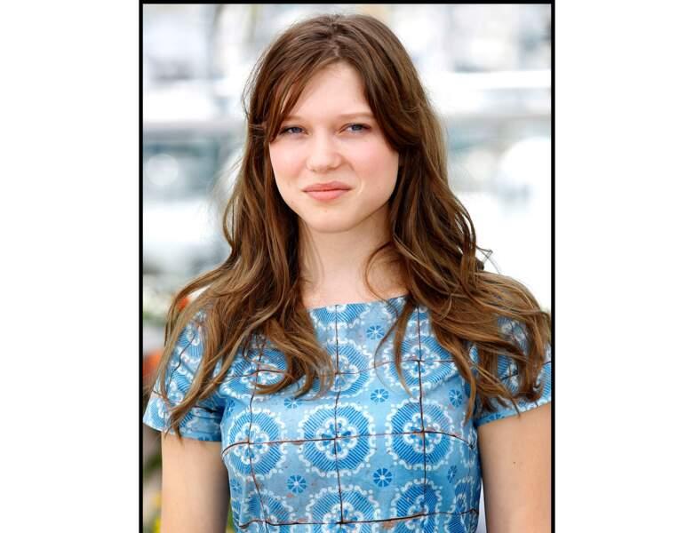 La même année, elle passe au brun pour le Festival de Cannes