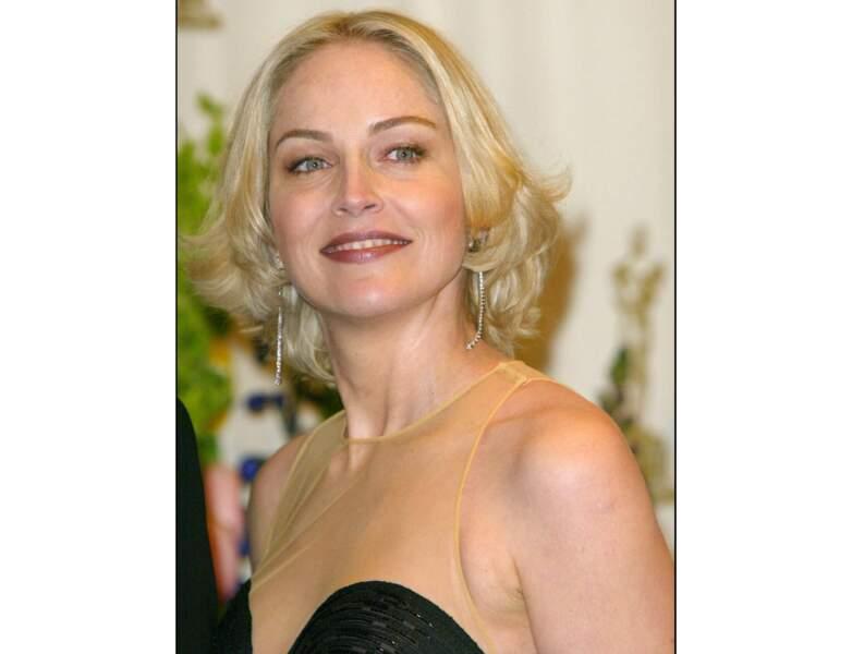 En 2002, elle assiste à la cérémonie des Oscars