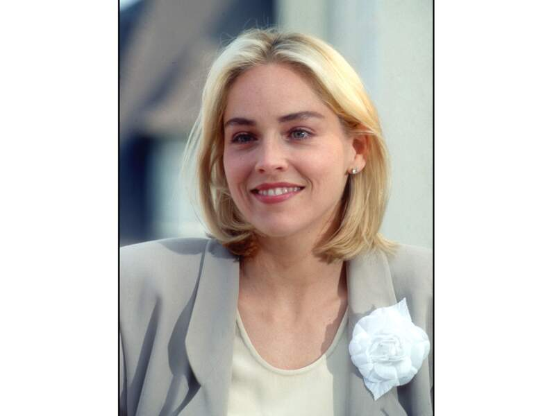 À 33 ans (1991), elle opte pour un carré court