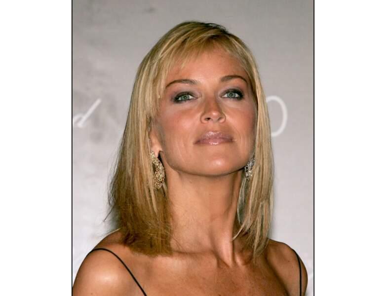 L'année suivante, Sharon Stone teste les cheveux mi-longs