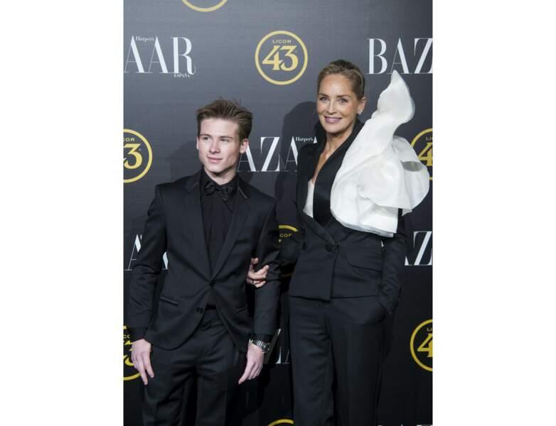 Sharon Stone prend la pose avec l'un de ses fils