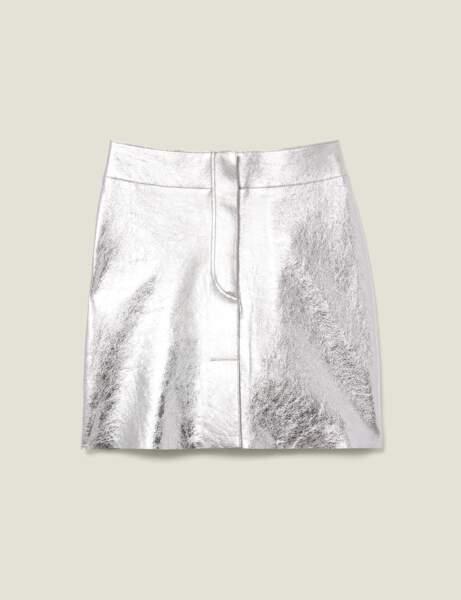 Tendance métallisée : la mini-jupe argentée