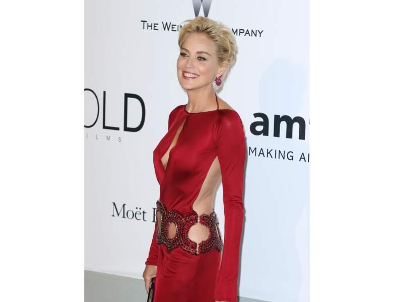 2014 : retour au court et robe glamour pour l'actrice. Magnifique !