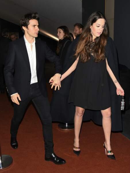 """C'est avec un ventre déjà bien arrondi qu'elle a assisté à l'avant-première du film """"Toute ressemblance""""... ce lundi 25 novembre à Paris."""