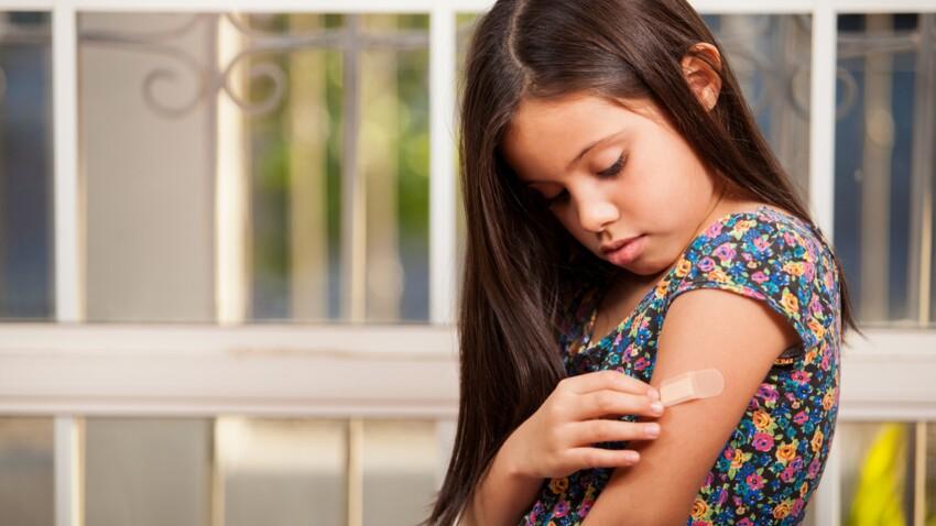 5 astuces pour retirer un pansement sans douleur