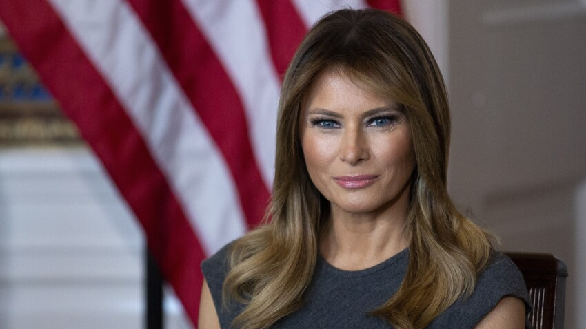 Photos - Melania Trump : quand elle ose les cuissardes assorties à son trench en daim !
