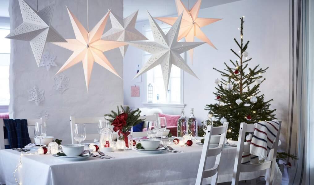 Une déco de table de Noël épurée
