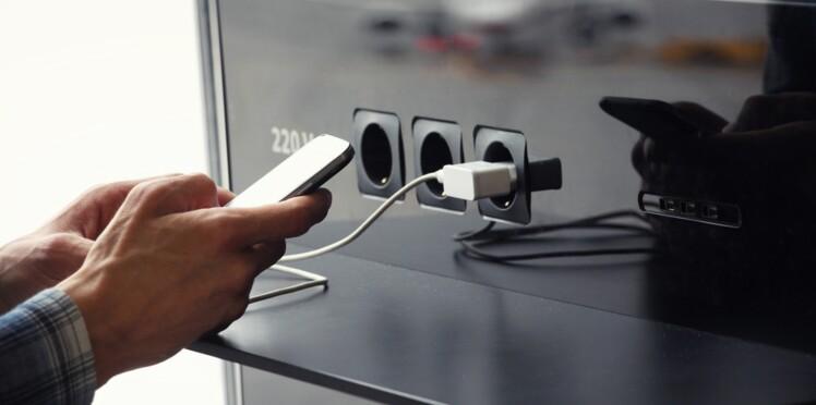 Pourquoi il ne faut pas recharger votre smartphone dans les lieux publics