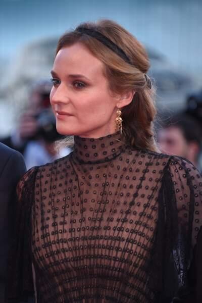 La demi-queue avec ruban chic comme Diane Kruger