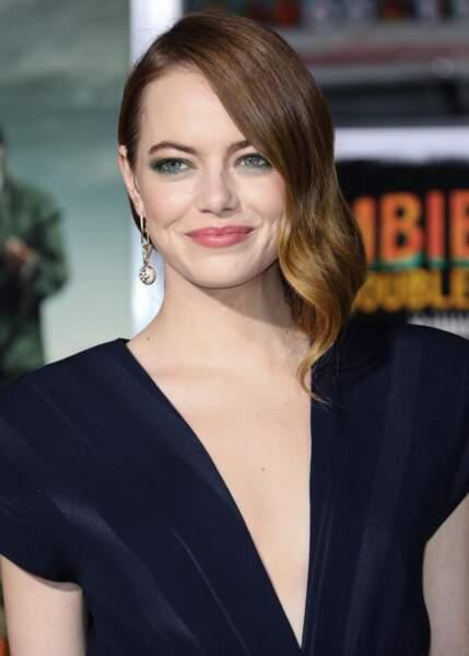 La coiffure one-side comme Emma Stone
