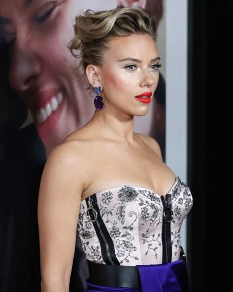 Le chignon vaporeux de Scarlett Johansson