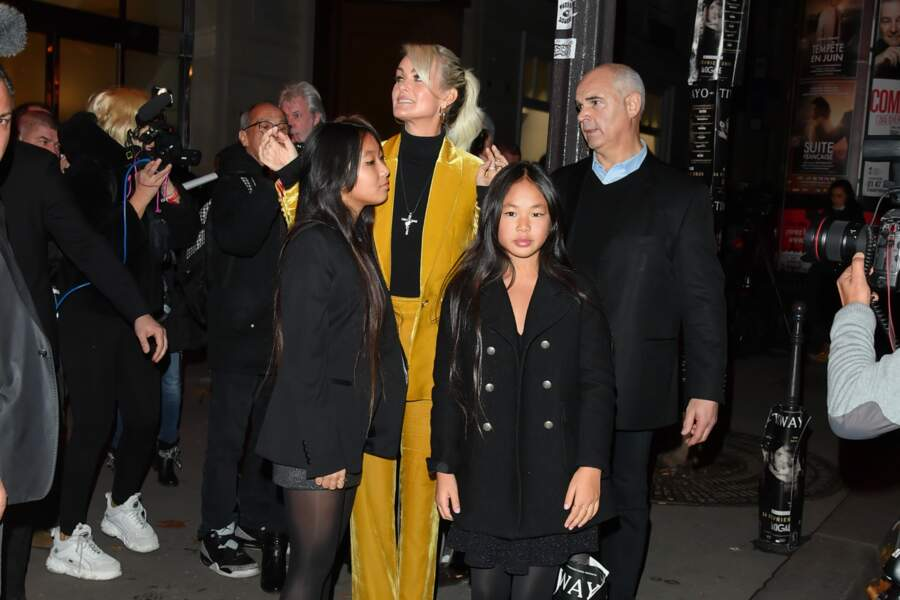 Laeticia Hallyday, Jade et Joy devant l'Olympia à Paris