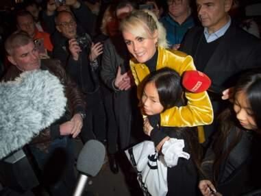 Spectacle en hommage à Johnny Hallyday : Laeticia Hallyday arrive à l'Olympia en compagnie de ses filles Jade et Joy