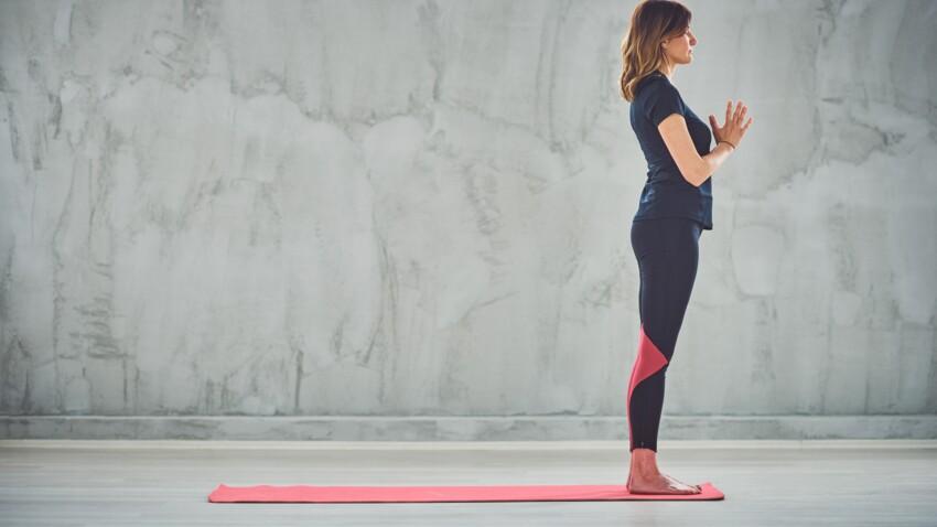 La salutation au soleil : comment réaliser cet enchaînement de postures de yoga, étape par étape