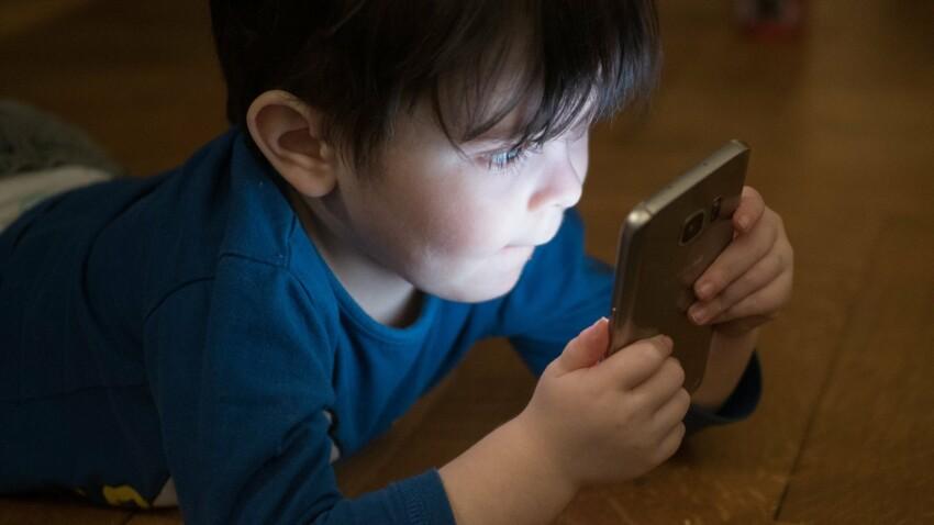 Que risque votre enfant s'il reste plus de 2h devant un écran ?