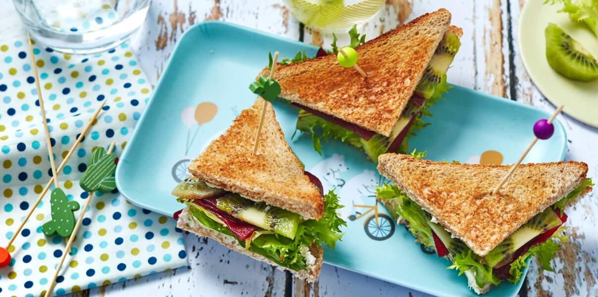 Club sandwich frisée, kiwi et betterave