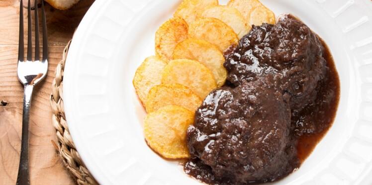 Blanquettes, Carbonades et pot-au-feu : 10 recettes mijotées pour oublier l'hiver