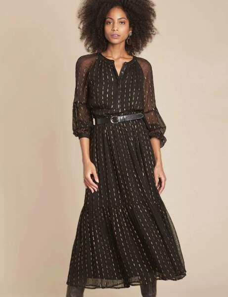 Siyah elbise: altın simli