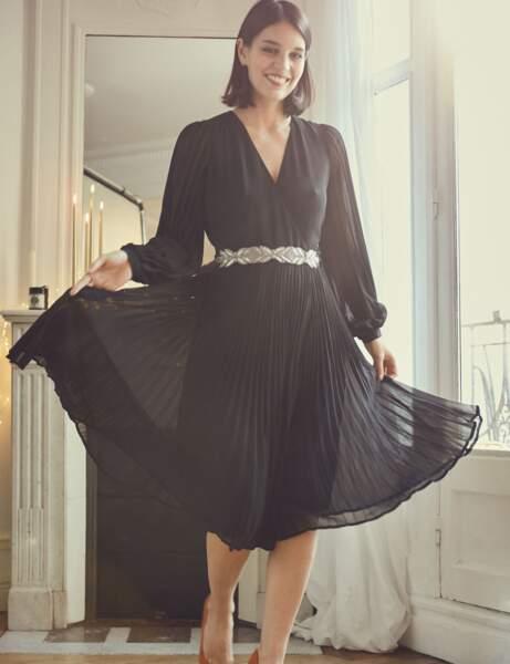 Siyah elbise: pileli