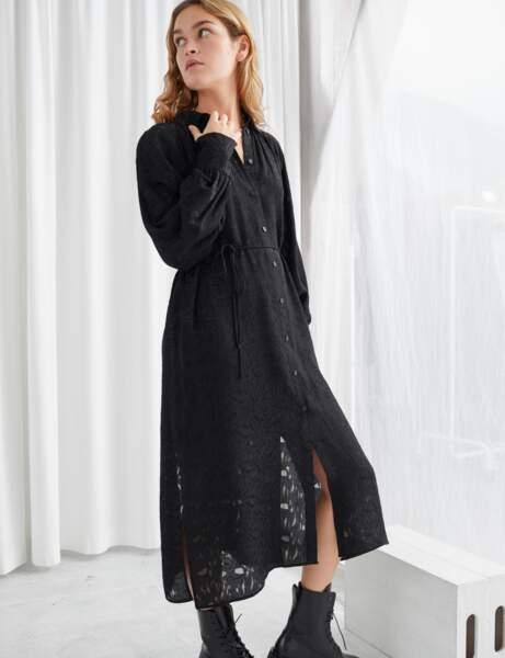Siyah elbise: jakarlı