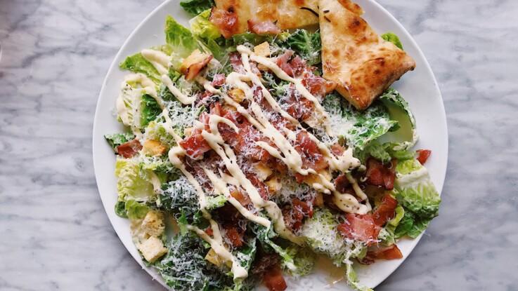 Classique, légère, au Thermomix : comment faire une sauce salade César ?
